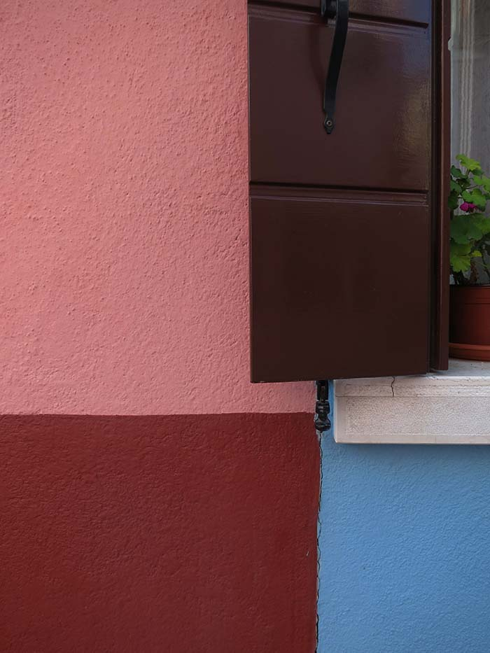 Fassadengestaltung auf Burano - oxydrosa, rosa, blau