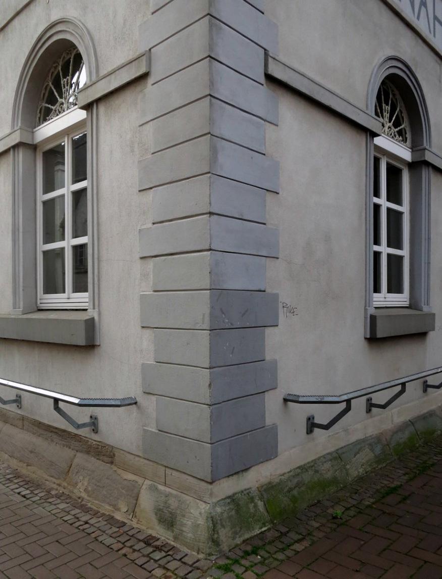 Nicht getroffene Farbe bei einem Fassadenanstrich