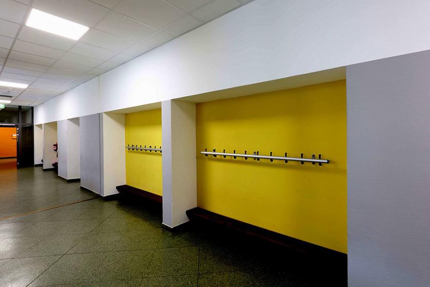 Mosaik-Grundschule Ennigerloh Innenraumgestaltung Friedrich Schmuck Garderobe