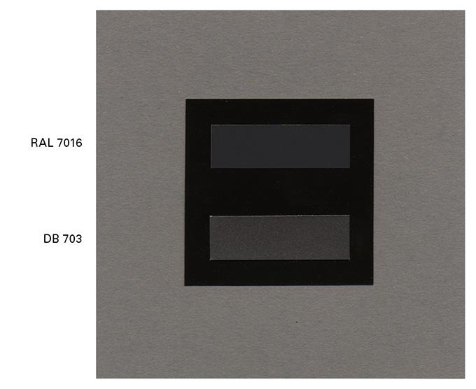 Farbmuster mit RAL 7016 und DB 703