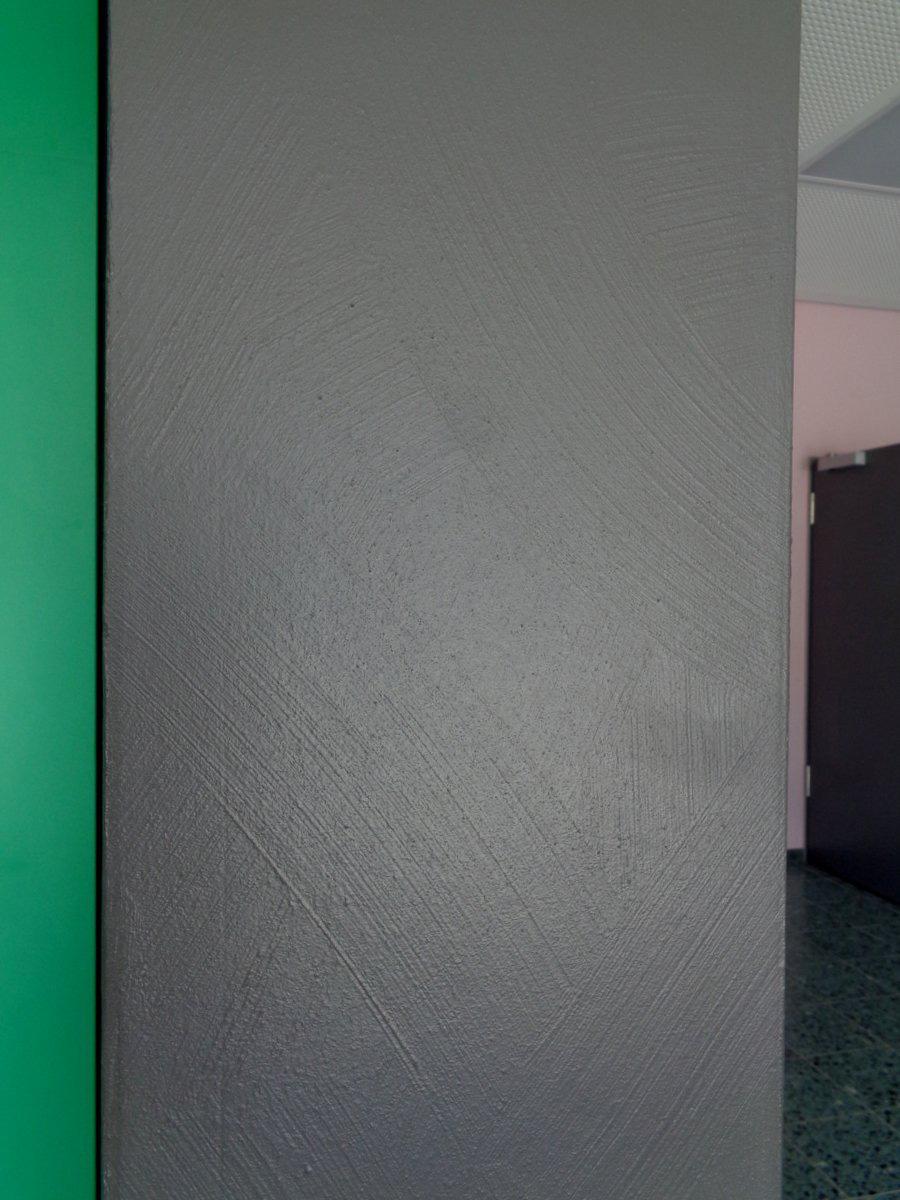 Farbgestaltung im Innern einer Schule Wandoberflächen